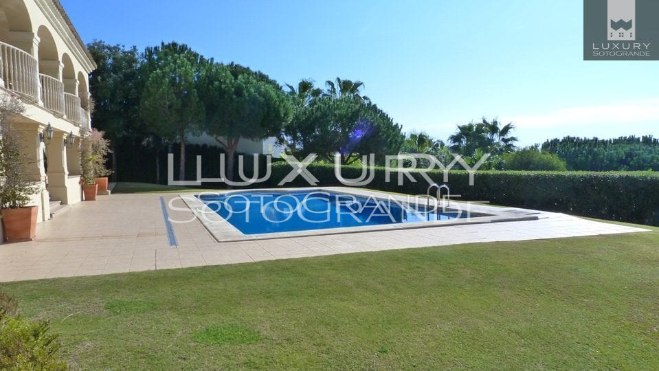 A stunning frontline golf villa for sale in Sotogrande